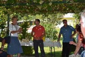 Notre guide Jana traduisant les explications de Tomaz et Jozef Kokl
