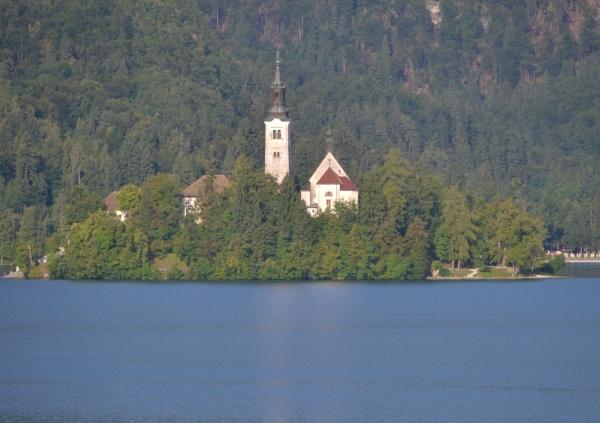 Le lac de Bled, avec son ile et l'église Sainte Marie