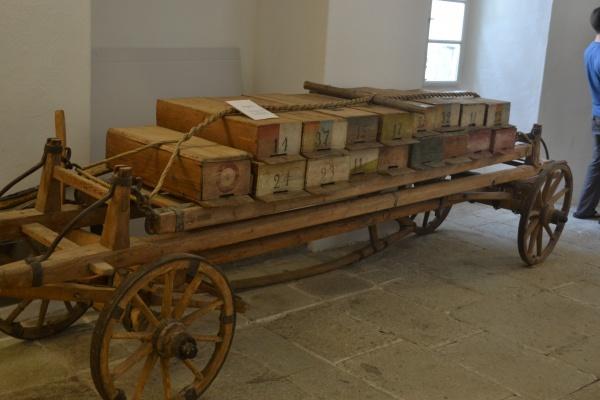 Musée de l'apiculture, chariot ancien de transhumance