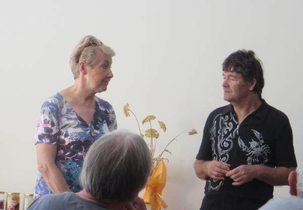 Jana notre guide et l'éleveur de reines Brane Kozink