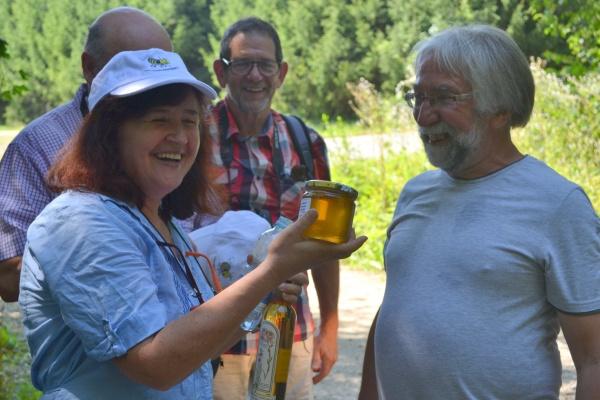 Echange de cadeaux entre apiculteurs
