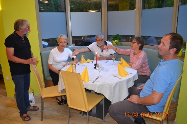 Notre guide, qui nous a fait découvrir la Slovénie pendant nos deux voyages, son mari Boris, et à droite notre chauffeur.