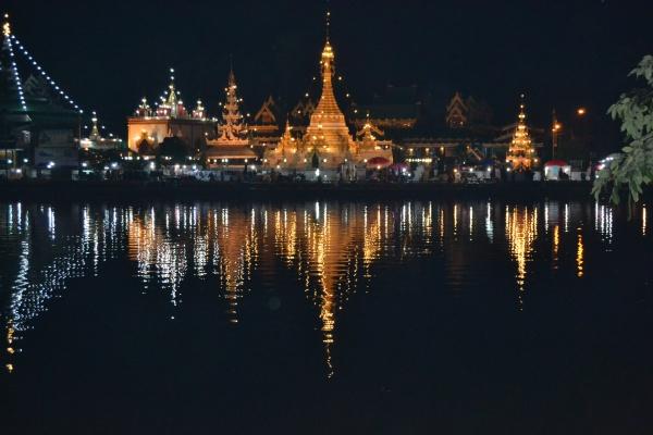 Wat Chong Kham et Wat Chong Klang.