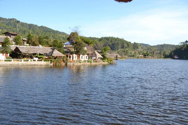 Ban Rak Thai et son lac