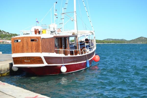Le bateau prévu pour l'excursion