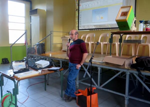 Biologie du varroa et méthode Scalvini d'encagement des reines.