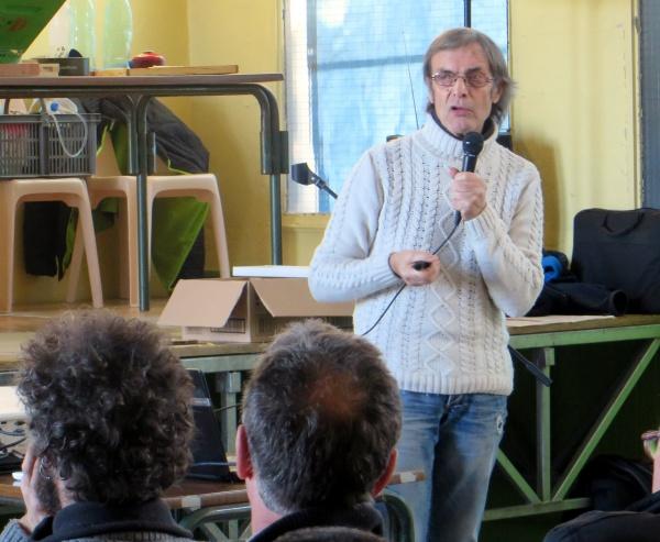 Jacques Piquée nous parle de la méthode Jenter d'élevage des reines sans greffage et des plantes méllifères
